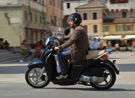 Aprilia Scarabeo 200: prova su strada della nuova generazione dello scooter di Noale