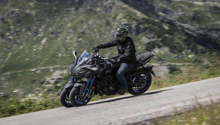 Yamaha Niken: come va la moto più discussa di sempre - Foto 11 di 22