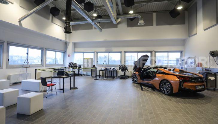 BMW e il programma di qualificazione del personale per auto elettriche e ibride - Foto 12 di 13
