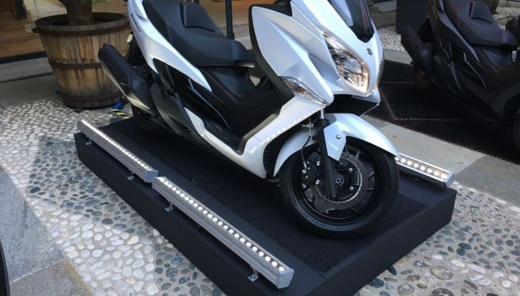 Nuovo Suzuki Burgman 400 ABS: Big in Japan! - Foto 5 di 12