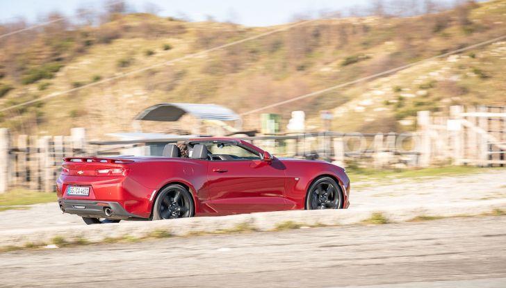 Test Drive Chevrolet Camaro Cabrio, la 2.0 turbo per andare ovunque - Foto 44 di 54