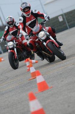 Ducati Riding Experience 2013 in sella a Ducati 1199 Panigale, Multistrada, Hypermotard e Monster - Foto 3 di 8