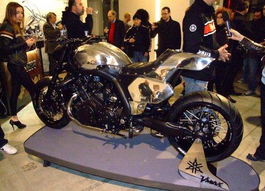 Yamaha VMax Hyper Modified, la moto custom made in Italy - Foto 8 di 19