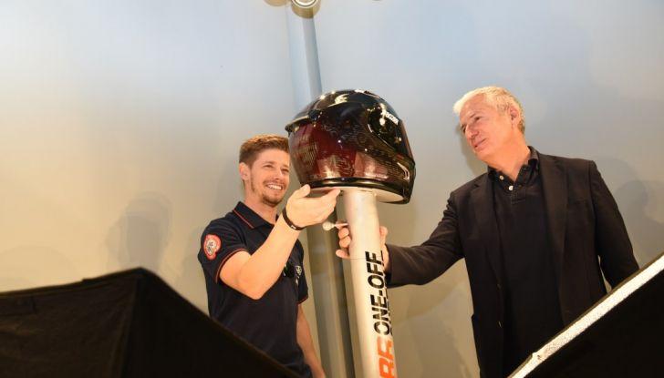 Casey Stoner presenta il Nolan X-802RR Ultra Carbon SuperHero - Foto 8 di 16
