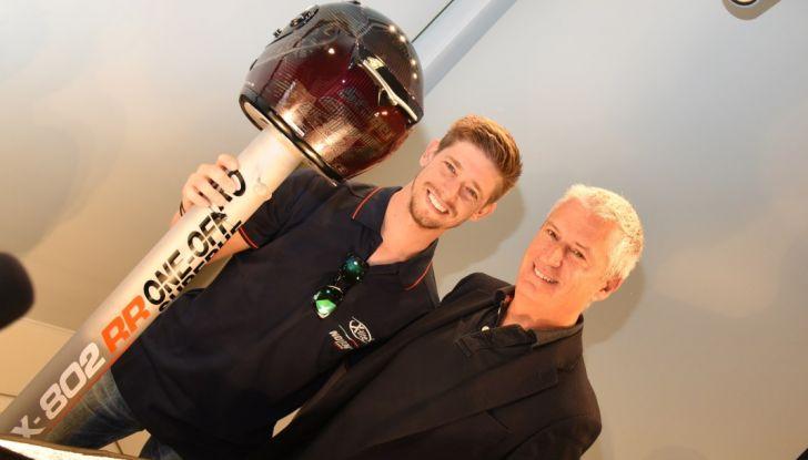 Casey Stoner presenta il Nolan X-802RR Ultra Carbon SuperHero - Foto 12 di 16