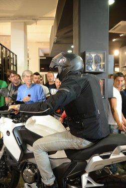 Dainese ha presentato la prima giacca con airbag ad attivazione elettronica - Foto 6 di 14