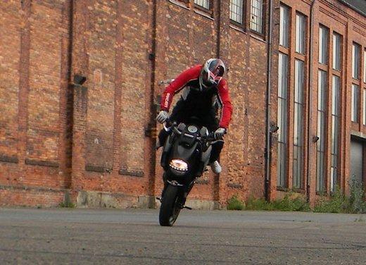 Ducati Diavel: ecco come la fa impennare lo stuntman Micha Threin - Foto 7 di 8