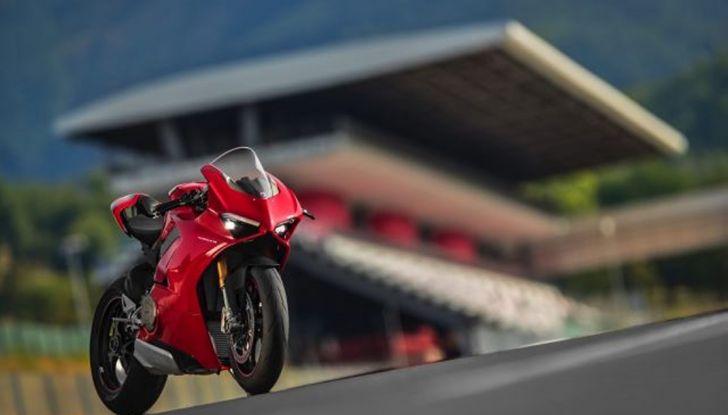 Ducati V4 Superleggera: potenza massima (236 cv) e peso minimo (161 kg)! - Foto 2 di 13