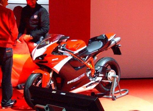 Salone Eicma 2011 ciclo moto e scooter di successo con mezzo milione di appassionati - Foto 17 di 23