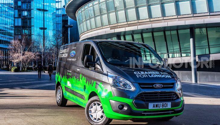 Ford Transit Custom Plug-In Hybrid, test a Colonia per migliorare l'aria - Foto 2 di 9