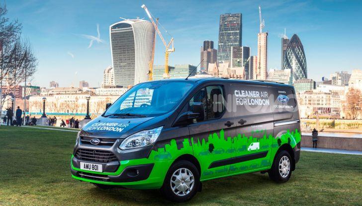 Ford Transit Custom Plug-In Hybrid, test a Colonia per migliorare l'aria - Foto 7 di 9