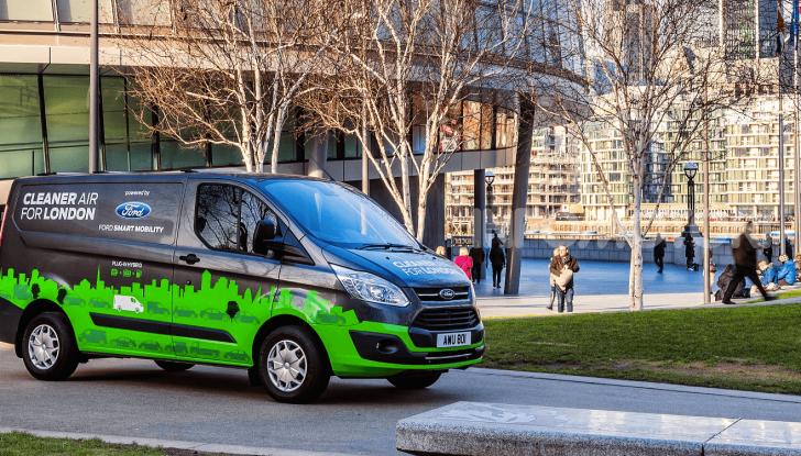 Ford Transit Custom Plug-In Hybrid, test a Colonia per migliorare l'aria - Foto 8 di 9