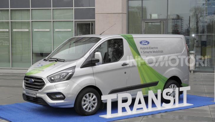 Ford Transit Custom Plug-In Hybrid, test a Colonia per migliorare l'aria - Foto 1 di 9