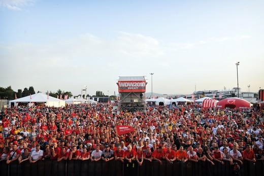 World Ducati Week 2012: Ducati Diavel Carbon in palio - Foto 3 di 14