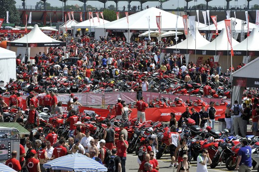 World Ducati Week 2012: Ducati Diavel Carbon in palio - Foto 5 di 14