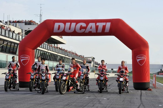 World Ducati Week 2012: Ducati Diavel Carbon in palio - Foto 7 di 14