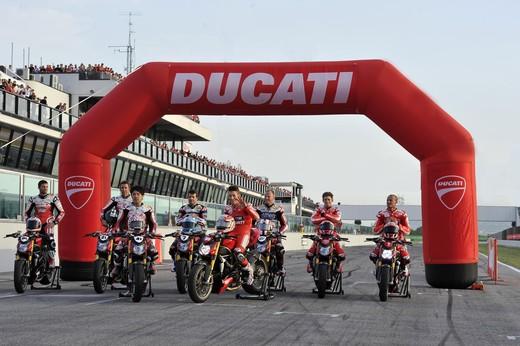 World Ducati Week 2012: Ducati Diavel Carbon in palio - Foto 7 di 14