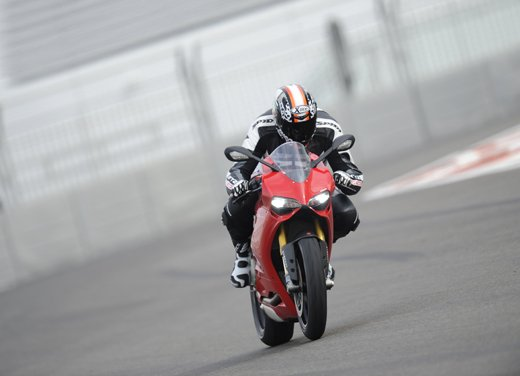 Ducati 1199 Panigale: il video del test ride a Yas Marina - Foto 3 di 11