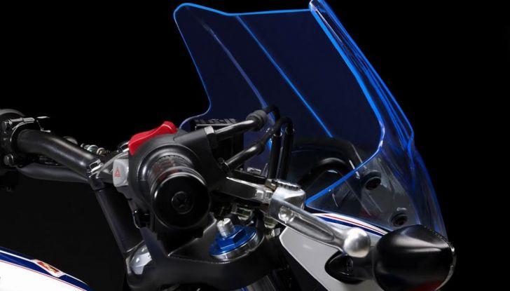 Givi presenta il set di accessori per Honda CB500F: il cupolino si illumina - Foto 3 di 5