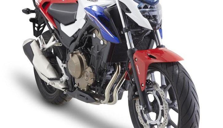 Givi presenta il set di accessori per Honda CB500F: il cupolino si illumina - Foto 4 di 5