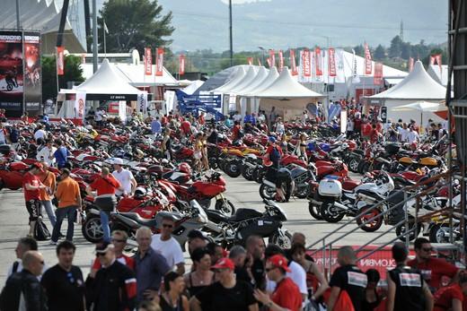 World Ducati Week 2012: Ducati Diavel Carbon in palio - Foto 10 di 14