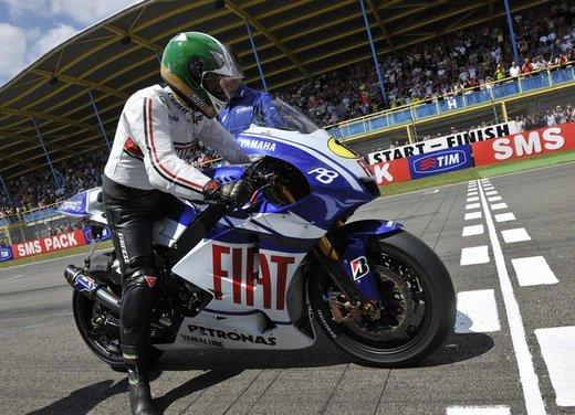 """Yamaha festeggia i suoi 50 anni nei GP alla """"200 Miglia di Imola Revival"""" - Foto 17 di 27"""
