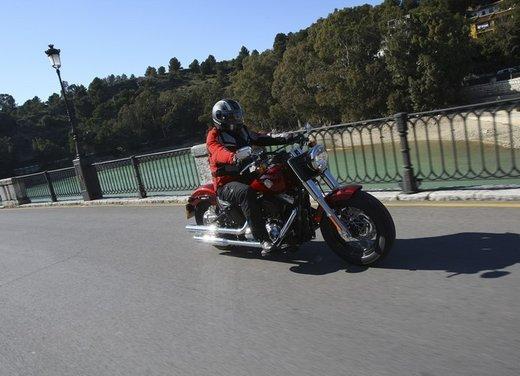 Harley Davidson Softail Slim test ride del bobber stile anni '50