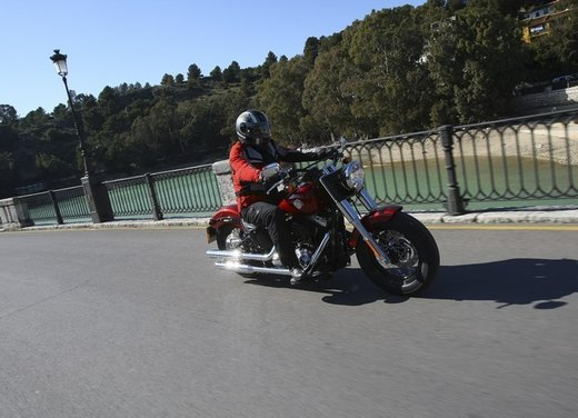 Harley Davidson Softail Slim test ride del bobber stile anni '50