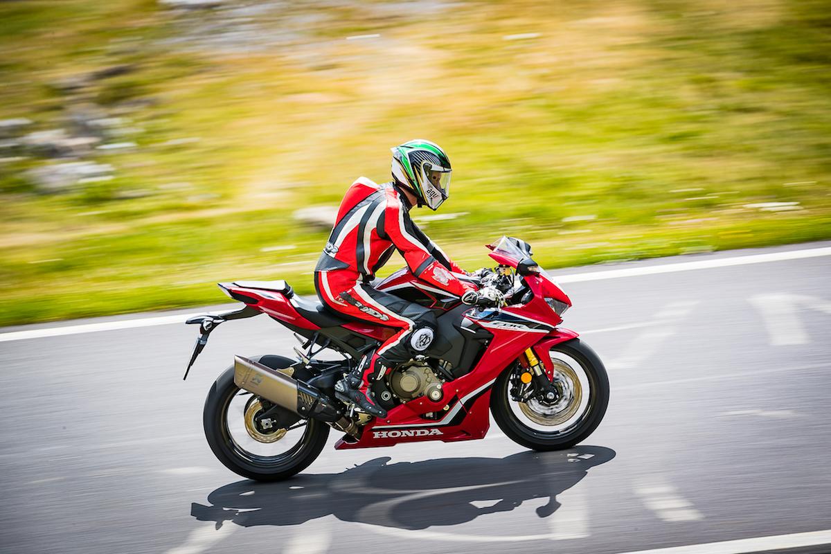 Test Ride Honda CBR 1000RR Fireblade 2018: veloce, facile e tecnologica - Foto 11 di 17