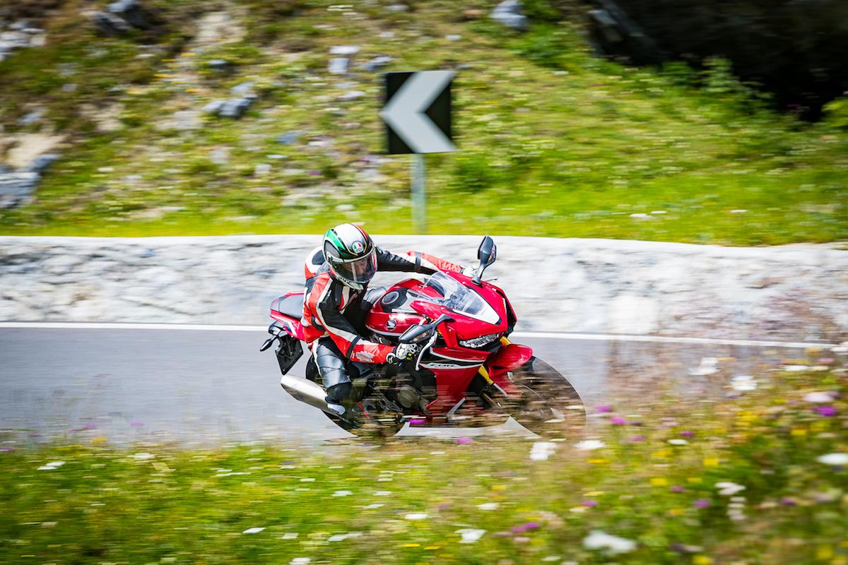 Test Ride Honda CBR 1000RR Fireblade 2018: veloce, facile e tecnologica - Foto 14 di 17