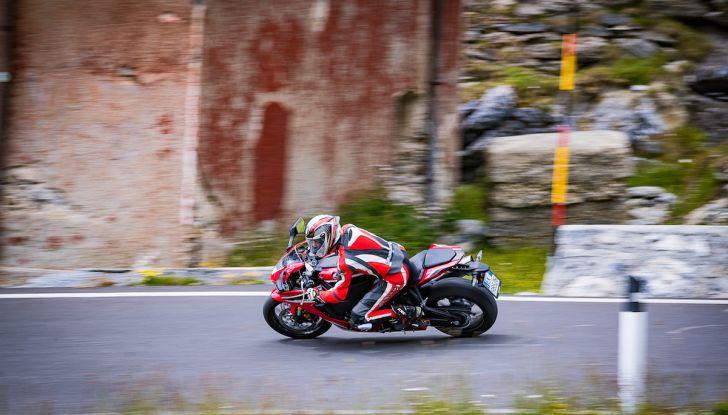 Test Ride Honda CBR 1000RR Fireblade 2018: veloce, facile e tecnologica - Foto 16 di 17