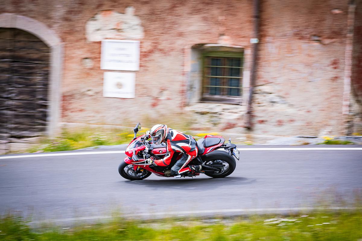 Test Ride Honda CBR 1000RR Fireblade 2018: veloce, facile e tecnologica - Foto 17 di 17