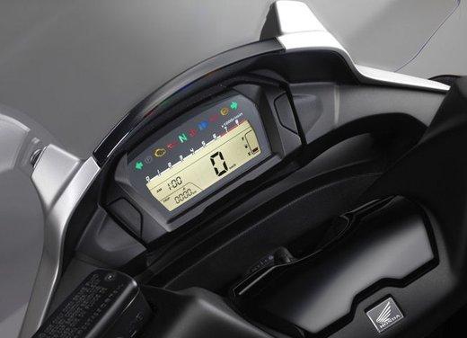 Honda Integra, compreso nel prezzo il bauletto per due caschi integrali - Foto 37 di 39