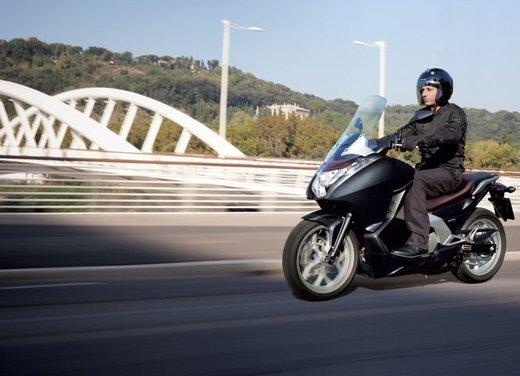 Honda Integra, compreso nel prezzo il bauletto per due caschi integrali - Foto 22 di 39