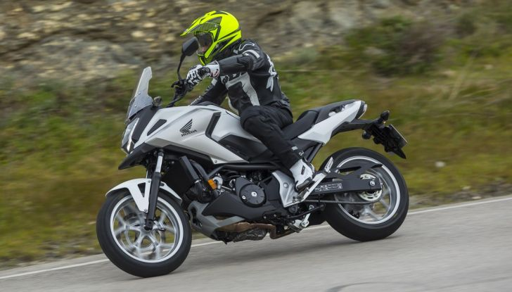 Honda NC750X 2016, La nostra prova su strada - Foto 2 di 32