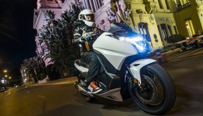 Prova su strada: nuovo Integra 750 2016, Emozioni tra moto e scooter