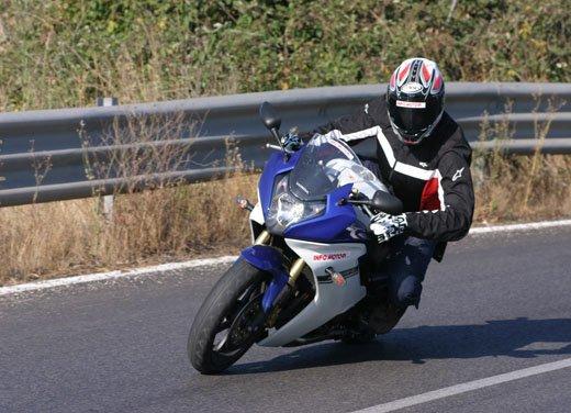 Nuova Honda CBR600F: prova su strada del modello 2011 - Foto 2 di 16