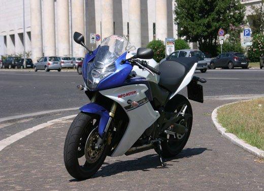 Nuova Honda CBR600F: prova su strada del modello 2011 - Foto 10 di 16