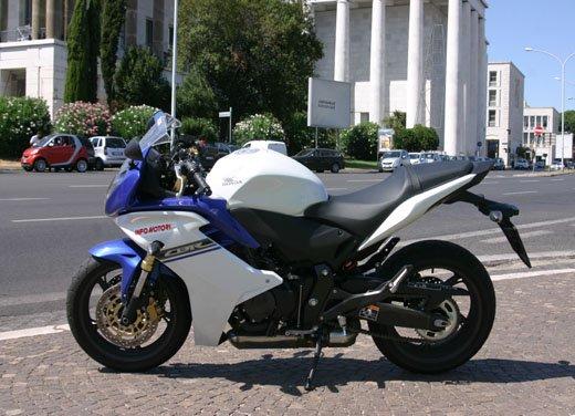Nuova Honda CBR600F: prova su strada del modello 2011 - Foto 13 di 16