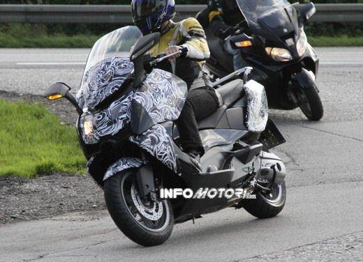 BMW Scooter: nuove foto spia dello scooter in versione turistica - Foto 8 di 14