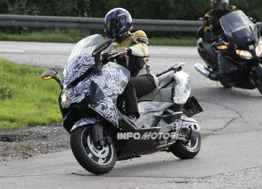 BMW Scooter: nuove foto spia dello scooter in versione turistica - Foto 2 di 14