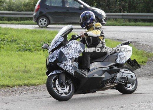 BMW Scooter: nuove foto spia dello scooter in versione turistica - Foto 3 di 14