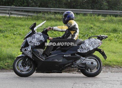 BMW Scooter: nuove foto spia dello scooter in versione turistica - Foto 1 di 14