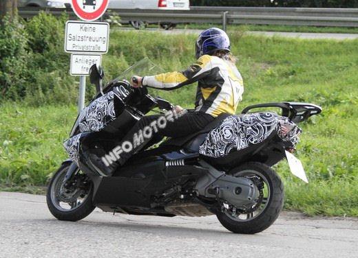 BMW Scooter: nuove foto spia dello scooter in versione turistica - Foto 5 di 14