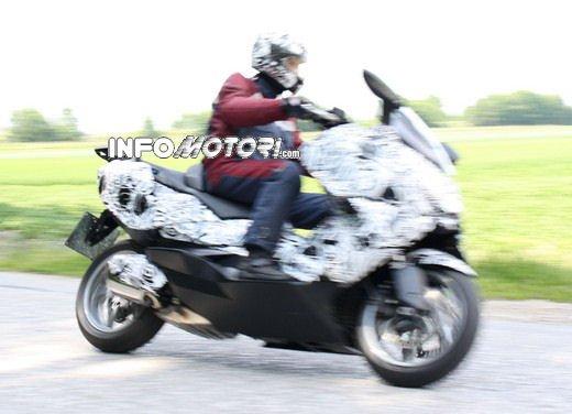 BMW Scooter: nuove foto spia dello scooter in versione turistica - Foto 13 di 14