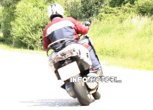BMW Scooter: nuove foto spia dello scooter in versione turistica - Foto 12 di 14