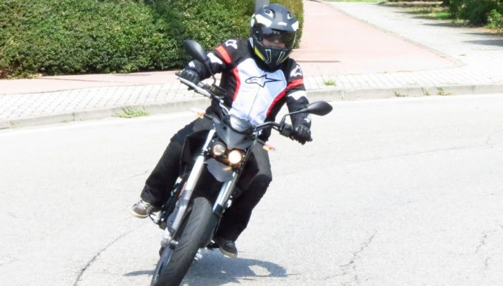 """Prova su strada: Zero Motorcycles FXS 11 kW: la """"125"""" elettrica - Foto 18 di 37"""