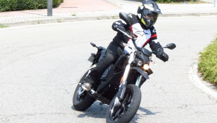 """Prova su strada: Zero Motorcycles FXS 11 kW: la """"125"""" elettrica - Foto 19 di 37"""