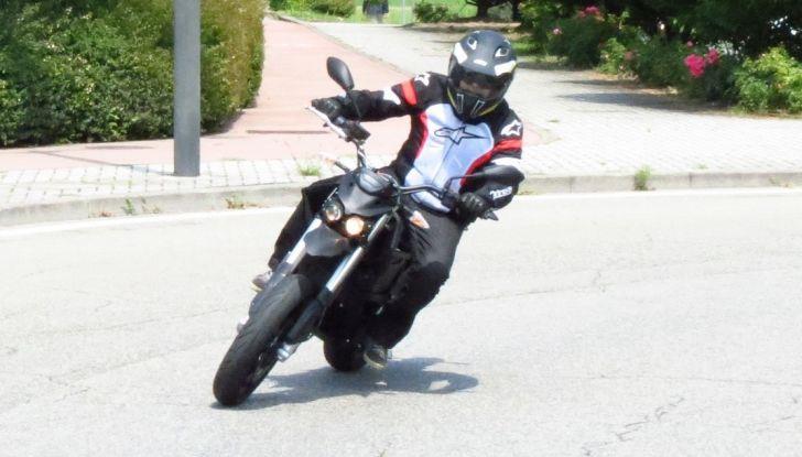 """Prova su strada: Zero Motorcycles FXS 11 kW: la """"125"""" elettrica - Foto 20 di 37"""