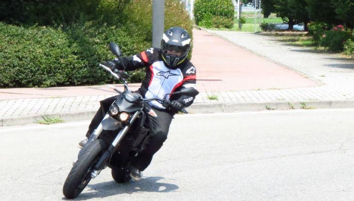 """Prova su strada: Zero Motorcycles FXS 11 kW: la """"125"""" elettrica - Foto 21 di 37"""